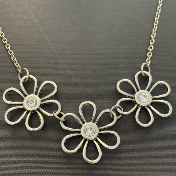 Claire's Silver Daisy Necklace